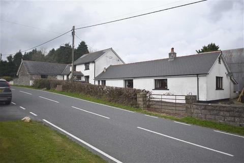 5 bedroom property with land for sale - Cwmsychbant, Llanybydder