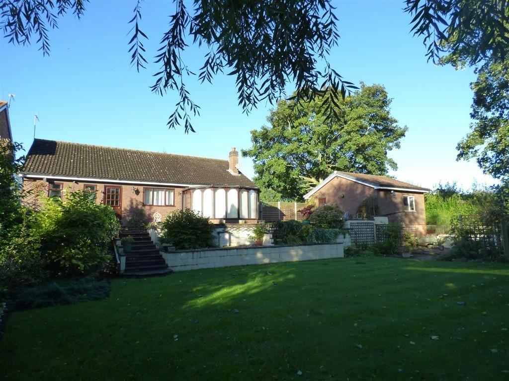 2 Bedrooms Detached Bungalow for sale in Canal Side East, Newport