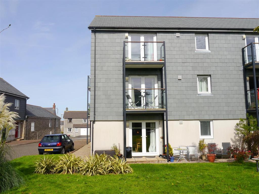 1 Bedroom Flat for sale in Whym Kibbal Court, Redruth