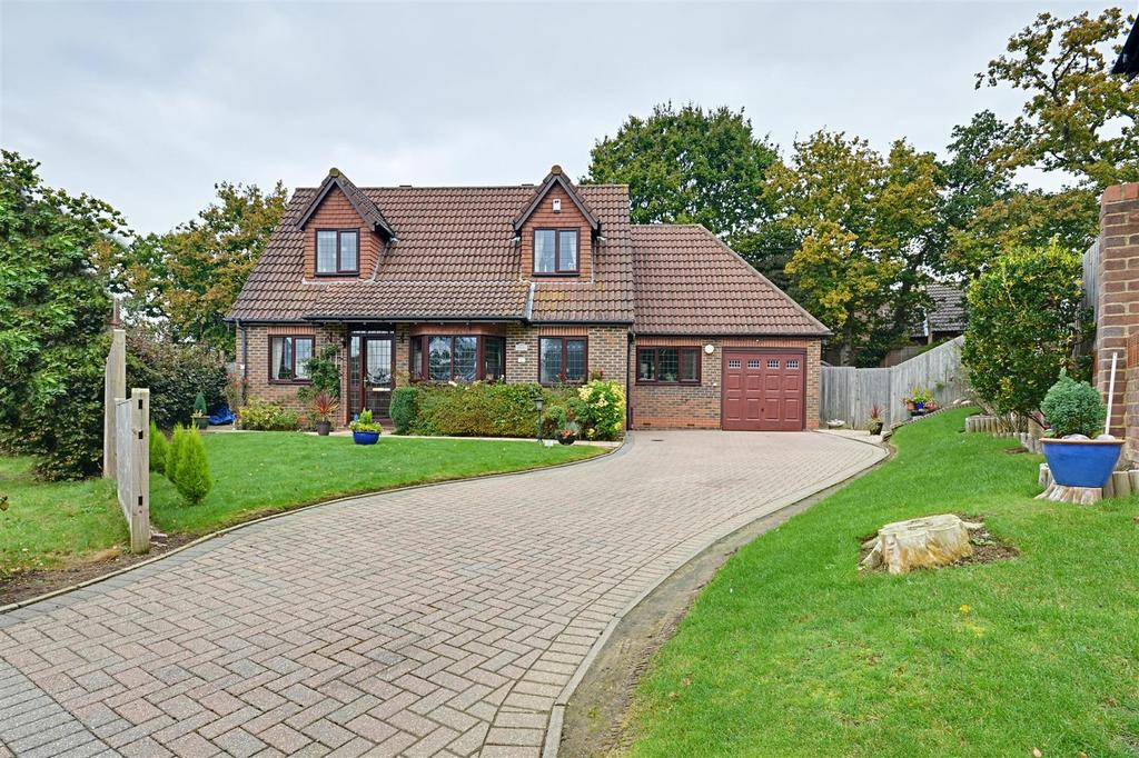 4 Bedrooms Detached House for sale in Wealden Way, Bexhill-On-Sea