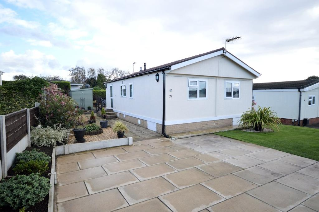 2 Bedrooms Detached Bungalow for sale in Willow Crescent, Moss Lane, Moore, Warrington