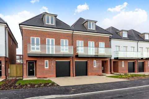 4 bedroom semi-detached house for sale - Waterford Place, Holland Gardens, Eltham