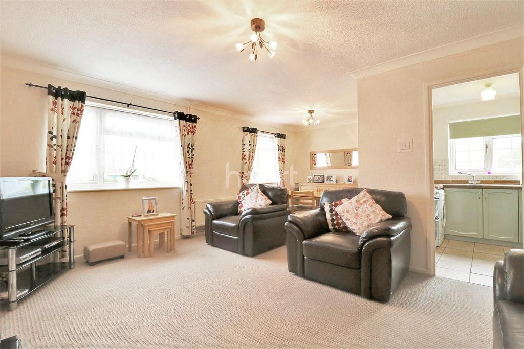 2 Bedrooms Bungalow for sale in Dryden Close, Thetford