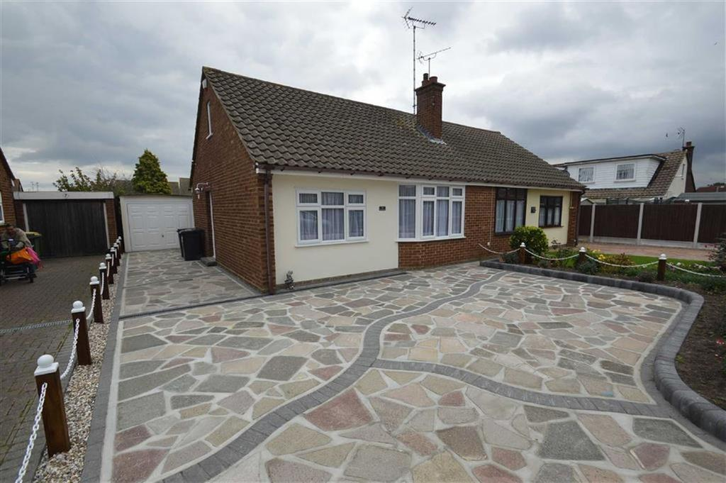 2 Bedrooms Semi Detached Bungalow for sale in Parklands, Rochford, Essex