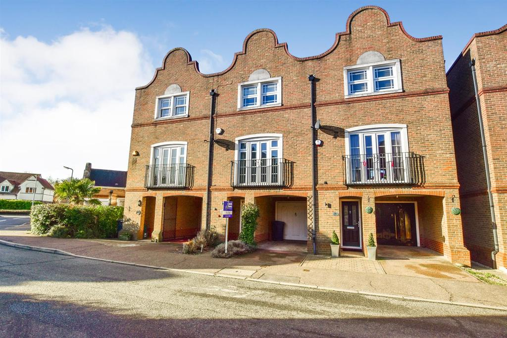 5 Bedrooms Town House for sale in Drywoods, South Woodham Ferrers