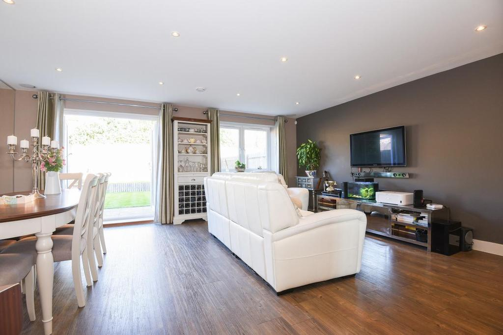 4 Bedrooms Semi Detached House for sale in Meadowview Road, Raynes Park