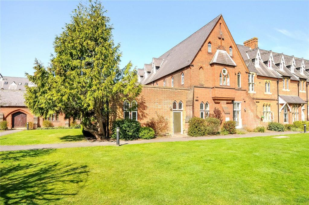 2 Bedrooms Maisonette Flat for sale in Convent Court, Hatch Lane, Windsor, Berkshire, SL4