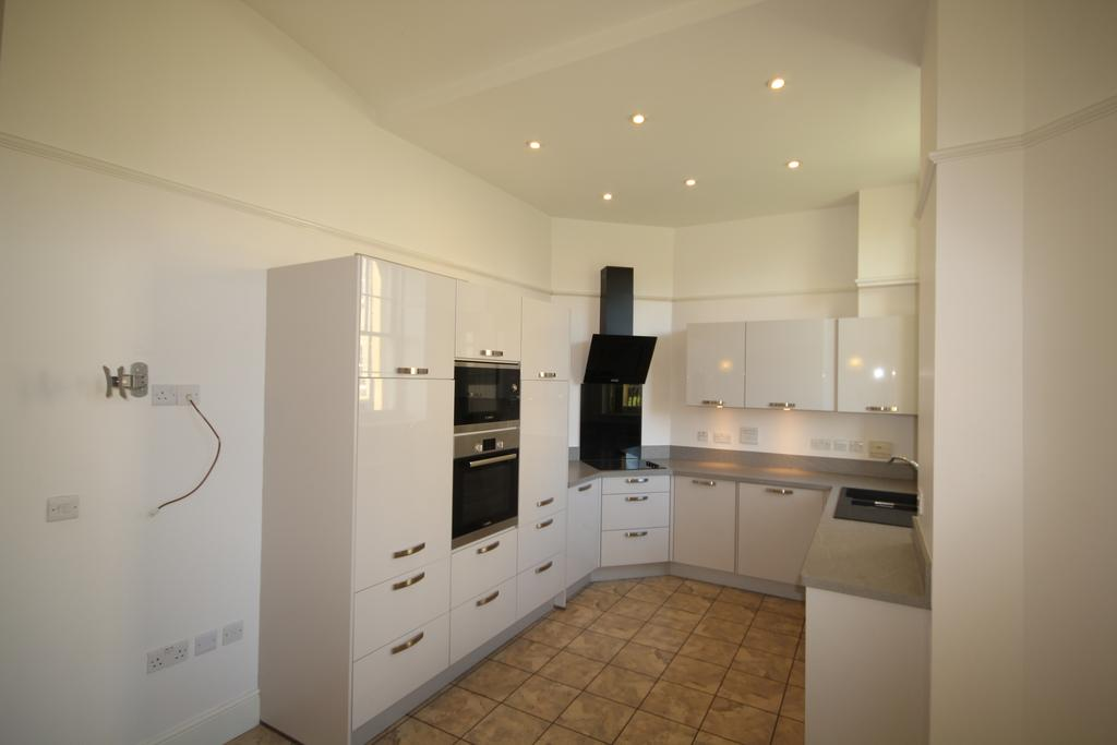2 Bedrooms Ground Flat for rent in St Andrews Park