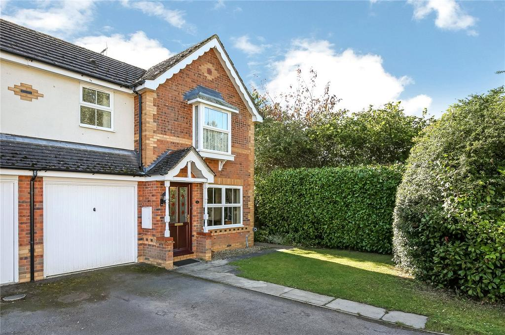 3 Bedrooms End Of Terrace House for sale in Birch Close, Colden Common, Winchester, Hampshire, SO21