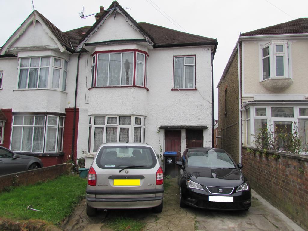 2 Bedrooms Maisonette Flat for sale in Scarle Road, Wembley HA0