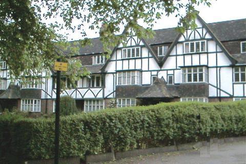 3 bedroom property to rent - Queens Drive, London