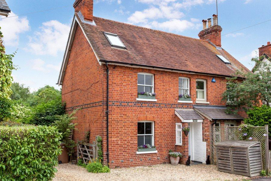 3 Bedrooms Semi Detached House for sale in Mill Road, Shiplake, Henley-on-Thames, RG9