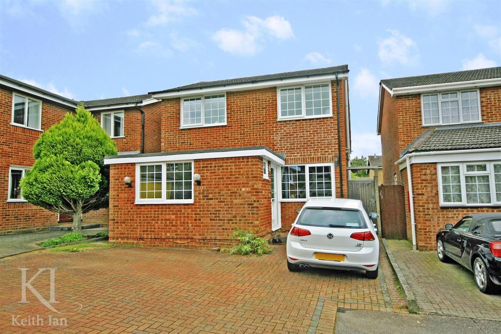 3 Bedrooms Detached House for sale in Wickenfields, Ware