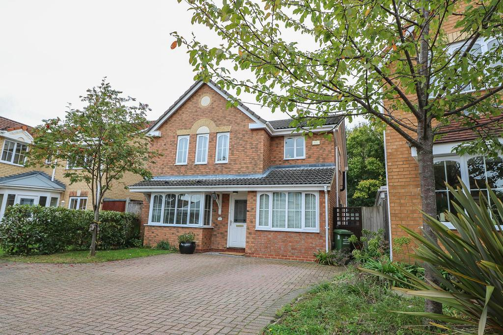 4 Bedrooms Detached House for sale in Torney Close , Basildon SS16