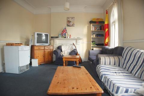 Flat share to rent - Replingham Road, Southfields, SW18