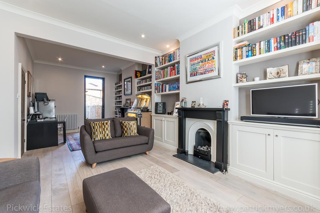3 Bedrooms Terraced House for sale in Shawbury Road