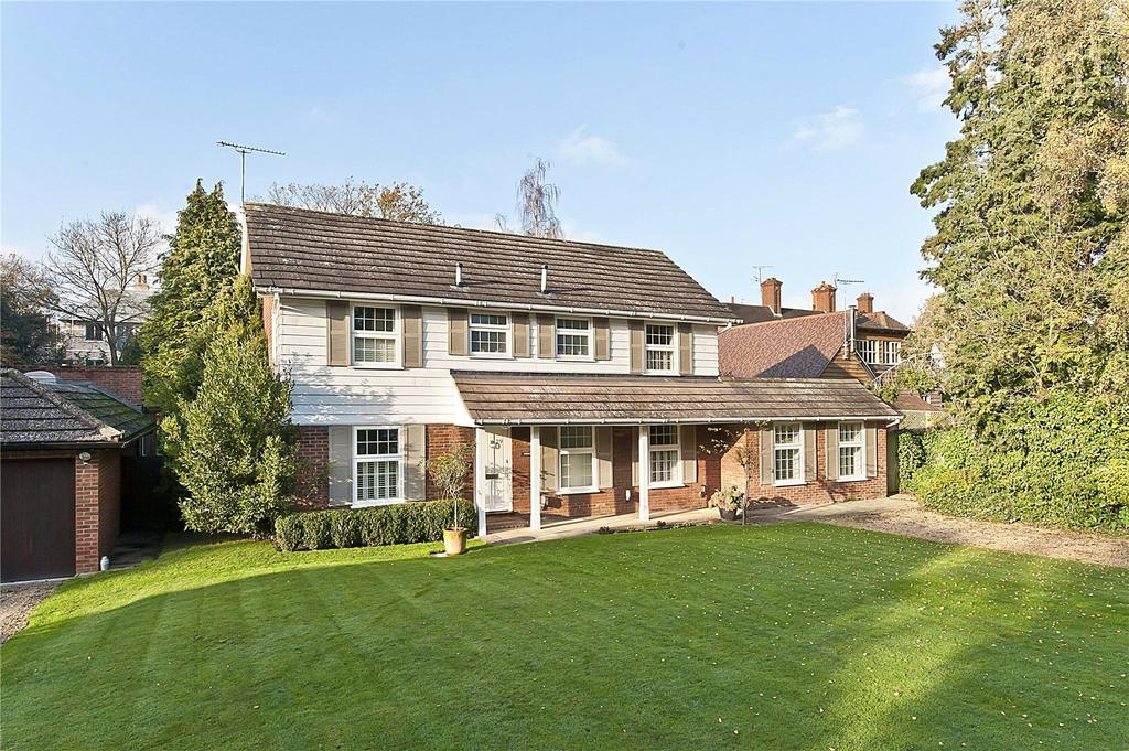 4 Bedrooms Detached House for sale in Leigh Hill Road, Cobham, Surrey, KT11