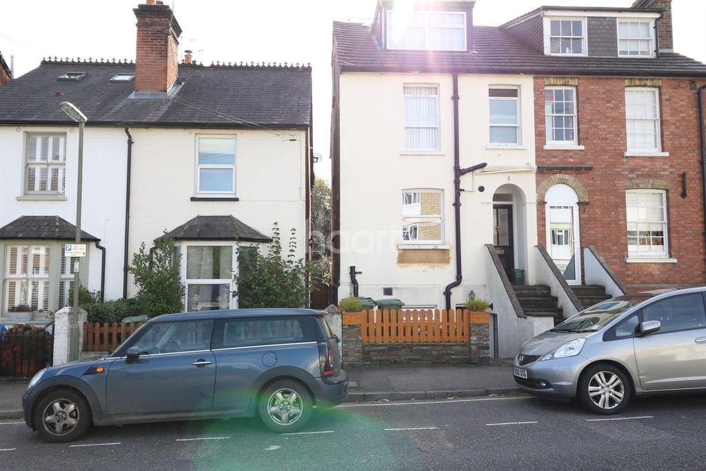 1 Bedroom Flat for sale in Lincoln Road, Dorking, Surrey