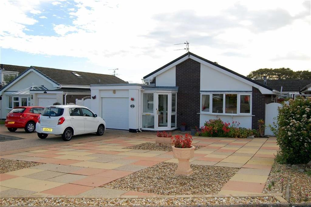 3 Bedrooms Detached Bungalow for sale in Maes Y Mor, Penrhyn Bay, Llandudno