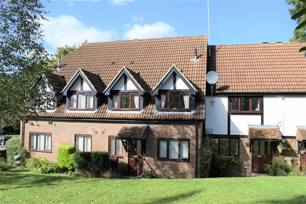 2 Bedrooms Terraced House for sale in Badger Court, Farnham, Surrey