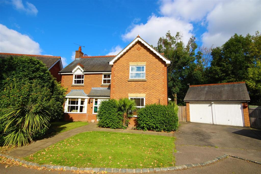 5 Bedrooms Detached House for sale in Mollison Close, Woodley, Reading