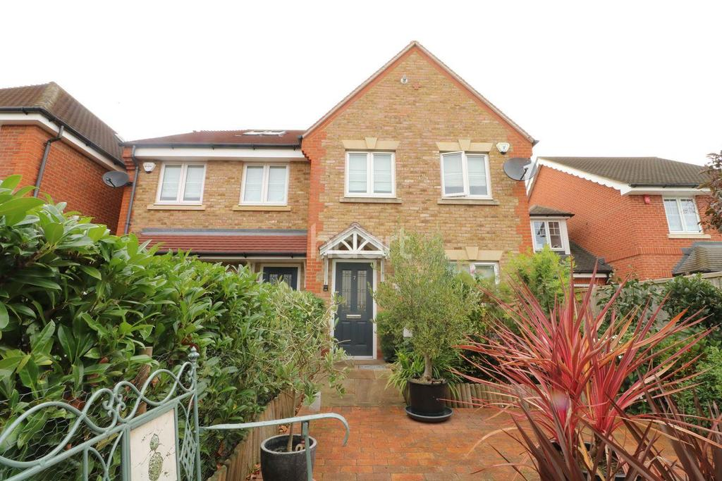 3 Bedrooms Semi Detached House for sale in Woodbury Close