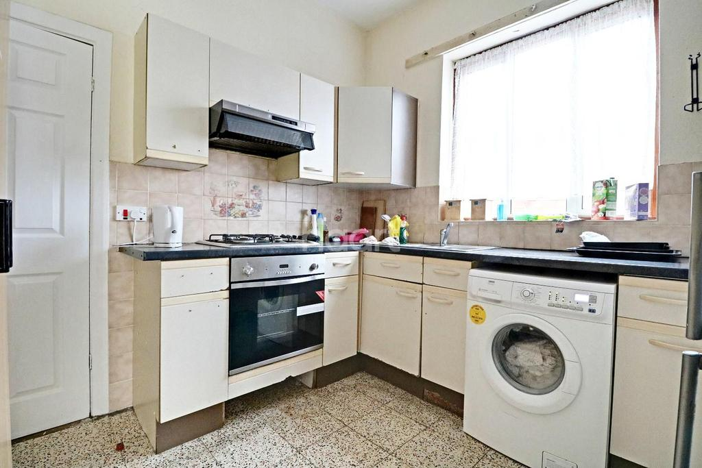 3 Bedrooms End Of Terrace House for sale in Morris Avenue, Manor Park