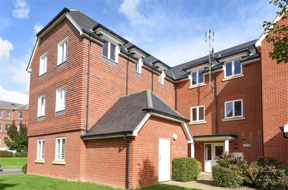 2 Bedrooms Flat for sale in Pater Court, Portland Way, Knowle, Fareham, Hampshire