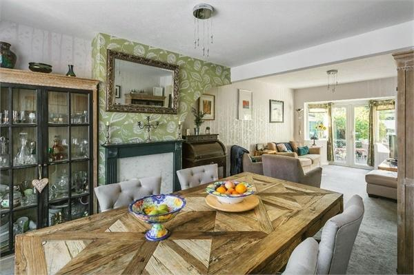 3 Bedrooms Semi Detached House for sale in Braycourt Avenue, WALTON-ON-THAMES, Surrey