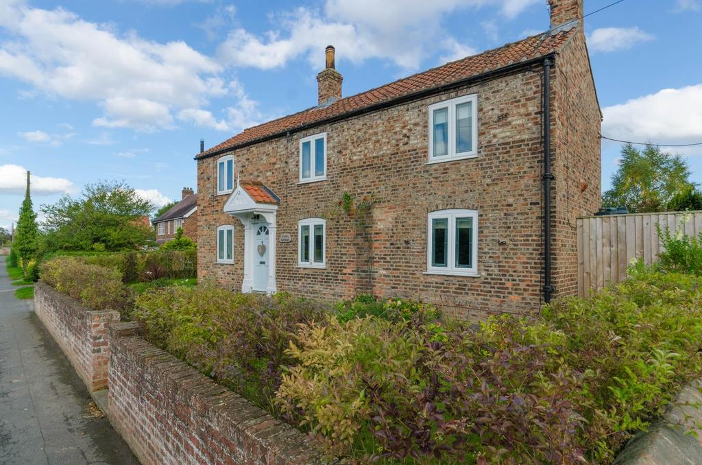 4 Bedrooms Cottage House for sale in Main Street, Huby, York