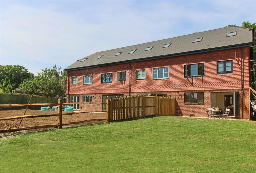 3 Bedrooms End Of Terrace House for sale in Woodland's Edge, Handcross