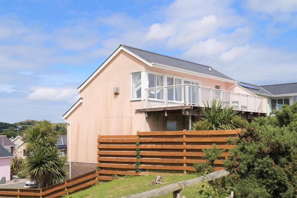 3 Bedrooms House for sale in Innes Estate, Pwllheli