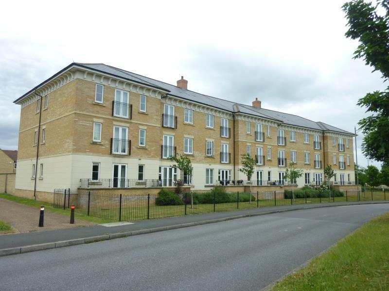 2 Bedrooms Flat for sale in Heald Court, Carterton, Oxon