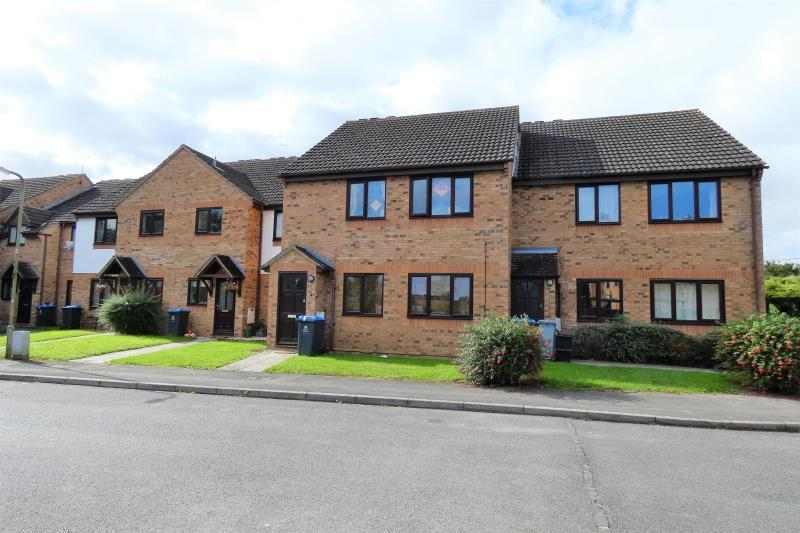 2 Bedrooms Flat for sale in The Larches, Carterton, Oxon