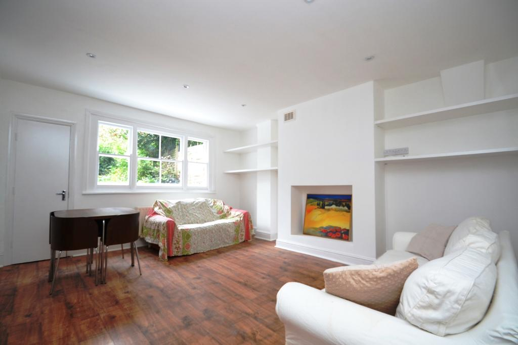 3 Bedrooms Flat for sale in Pepys Road London SE14