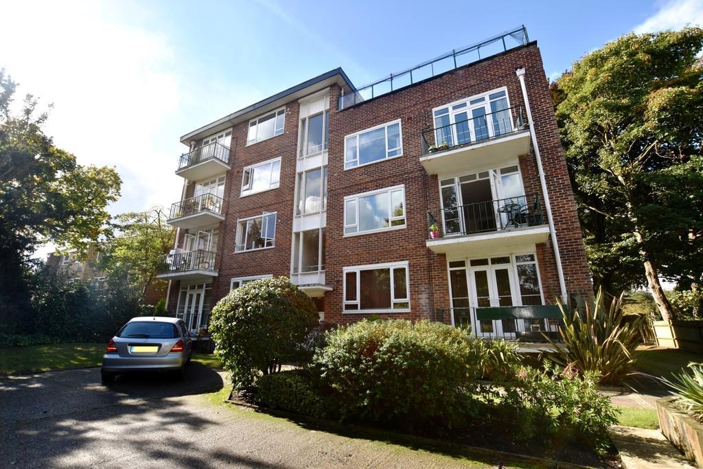 2 Bedrooms Flat for sale in Wickham Road Beckenham BR3