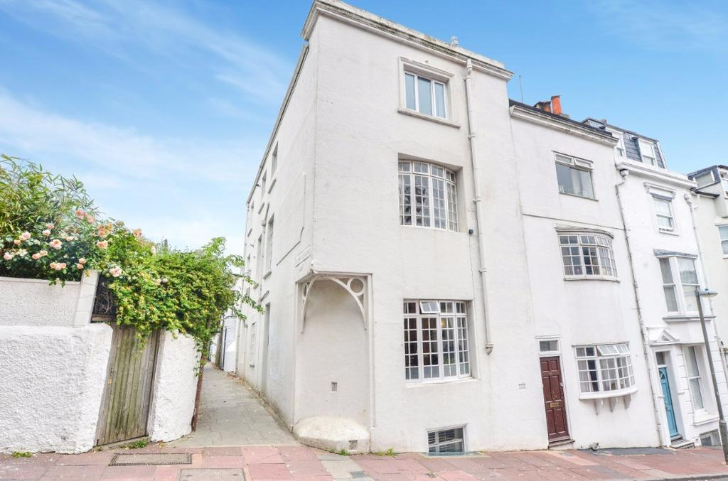 3 Bedrooms Flat for sale in Crown Gardens Brighton East Sussex BN1