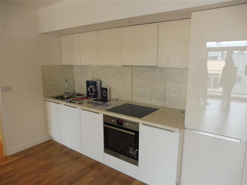 2 Bedrooms Flat for sale in Falcondale Court, Lakeside Drive, Park Royal, NW10