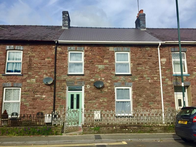 3 Bedrooms Terraced House for sale in New Road, Llandovery, Carmarthenshire.