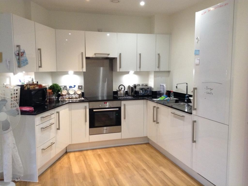 2 Bedrooms Flat for sale in Marsworth House, Hatton Road, Wembley, HA0