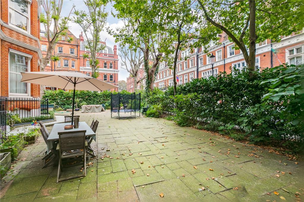 2 Bedrooms Flat for sale in Kensington Court, Kensington, London
