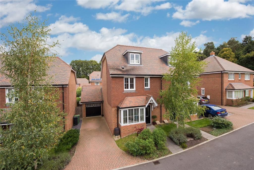3 Bedrooms Semi Detached House for sale in Marley Rise, Dorking, Surrey, RH4