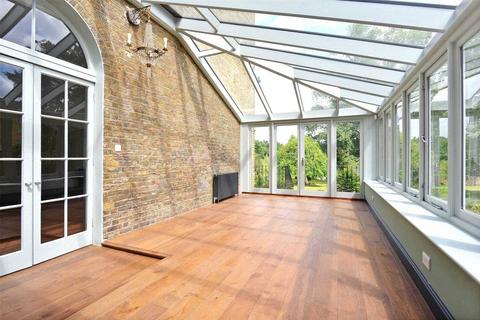 4 bedroom semi-detached house to rent - Rush Grove Street, London, SE18