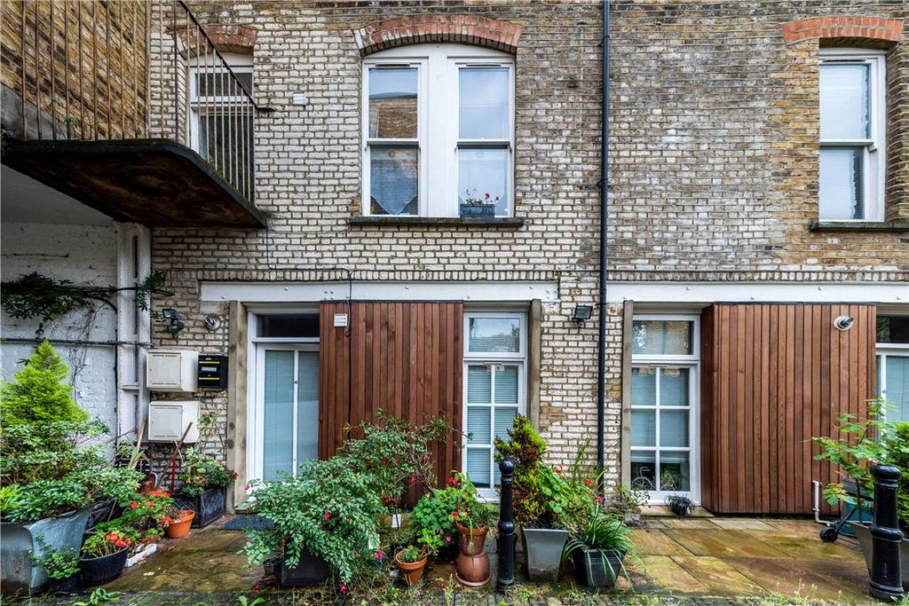 3 Bedrooms Mews House for sale in Mount Pleasant Mews, Highbury, London, N4