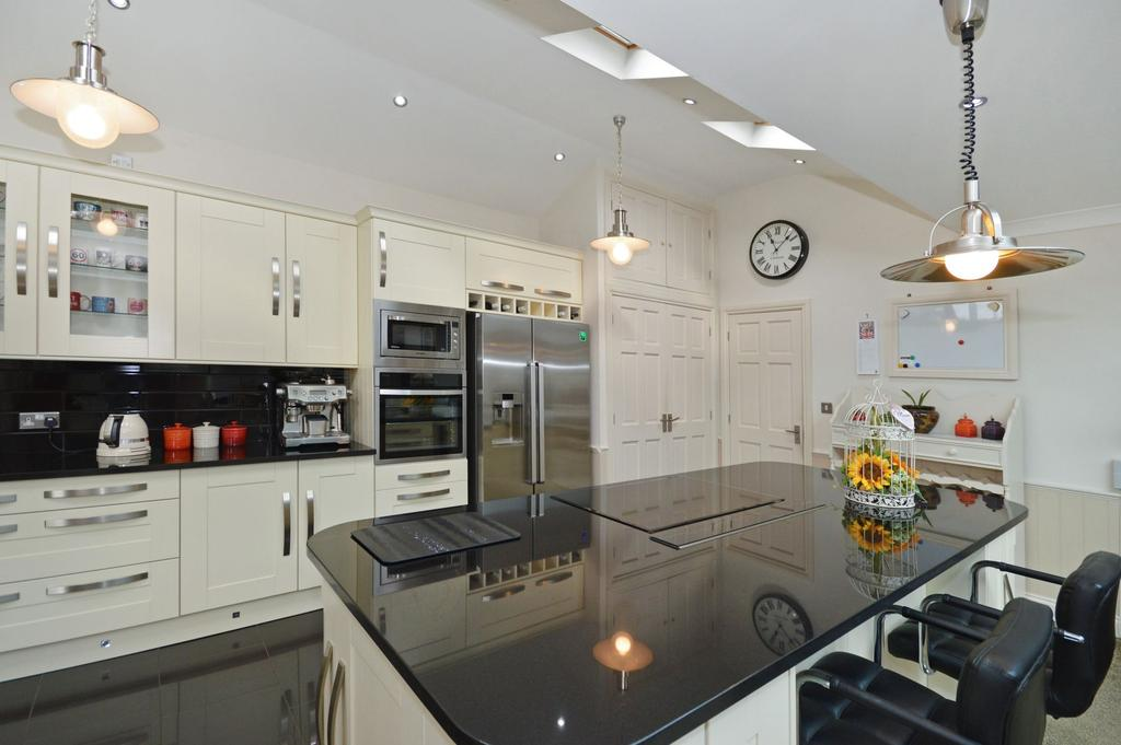 4 Bedrooms Detached House for sale in Ruckinge, TN26