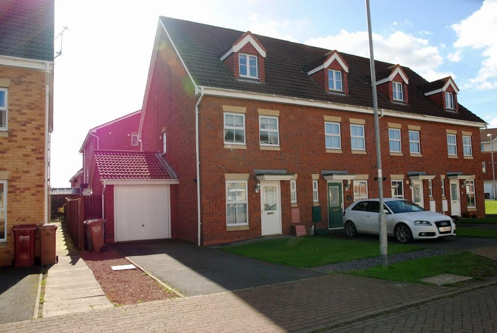 3 Bedrooms Town House for sale in Kingfisher Close, Scawby Brook