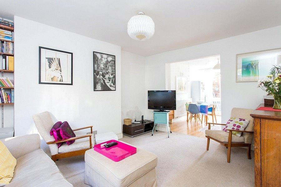 2 Bedrooms Flat for sale in Southampton Road, Kentish Town, London, NW5