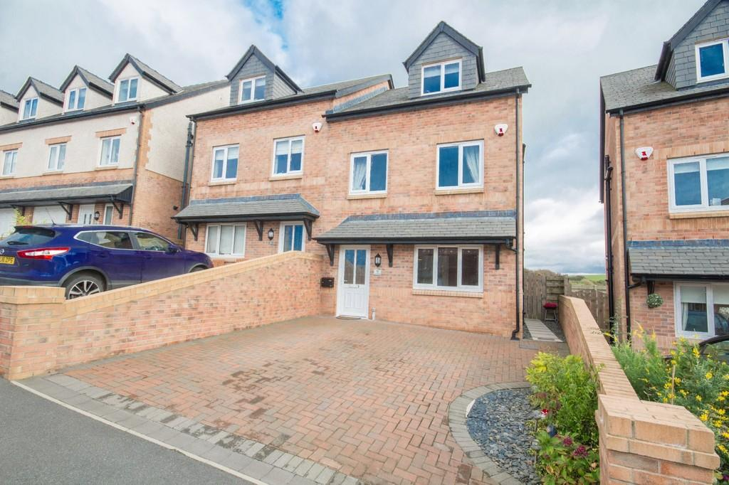 3 Bedrooms Semi Detached House for sale in Kempas Avenue, Barrow In Furness