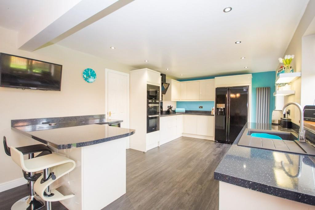 4 Bedrooms Detached House for sale in Lakeland Avenue, Barrow