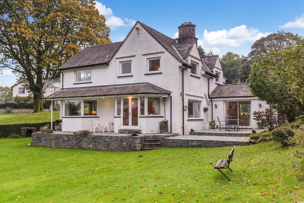 4 Bedrooms Detached House for sale in Garth Cottage, Middle Entrance Drive, Storrs Park, Bowness On Windermere, Cumbria, LA23 3JY